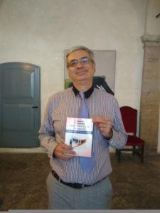 Gaetano presenta il libro all'assemblea